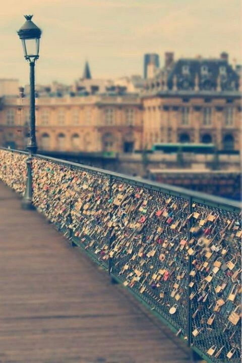 To do list visit the love lock bridge paris italy for Love lock bridge in paris