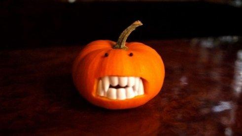 20-Great-DIY-Halloween-Decorations-2-620x348
